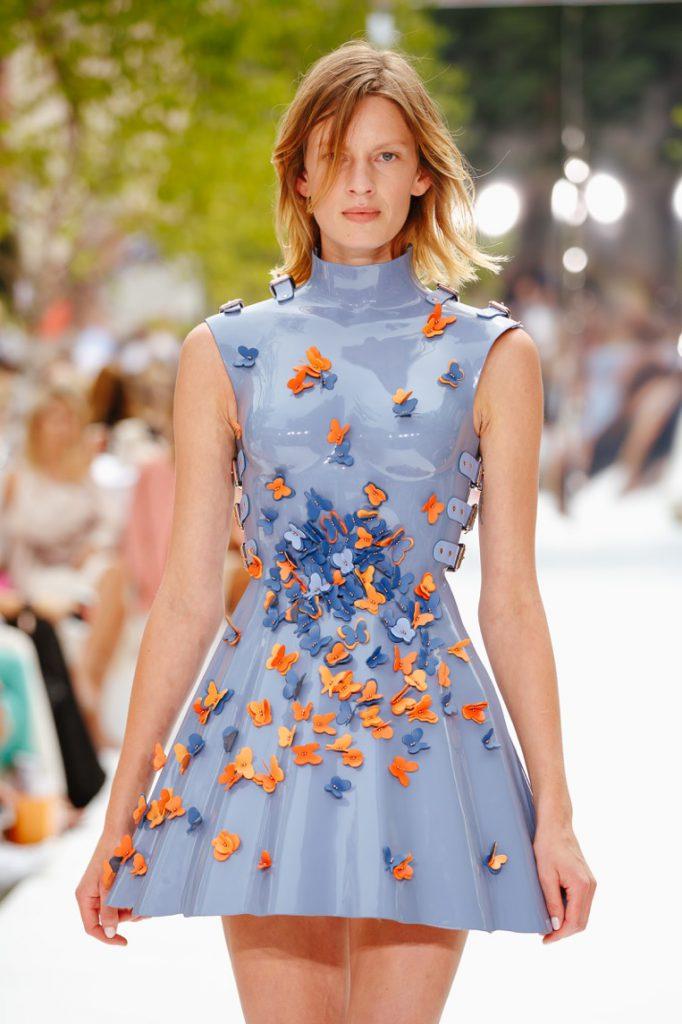 Bezauberndes Kleid mit Schmetterlingen von Marina Hoermanseder (Credit: Marina Hoermanseder)