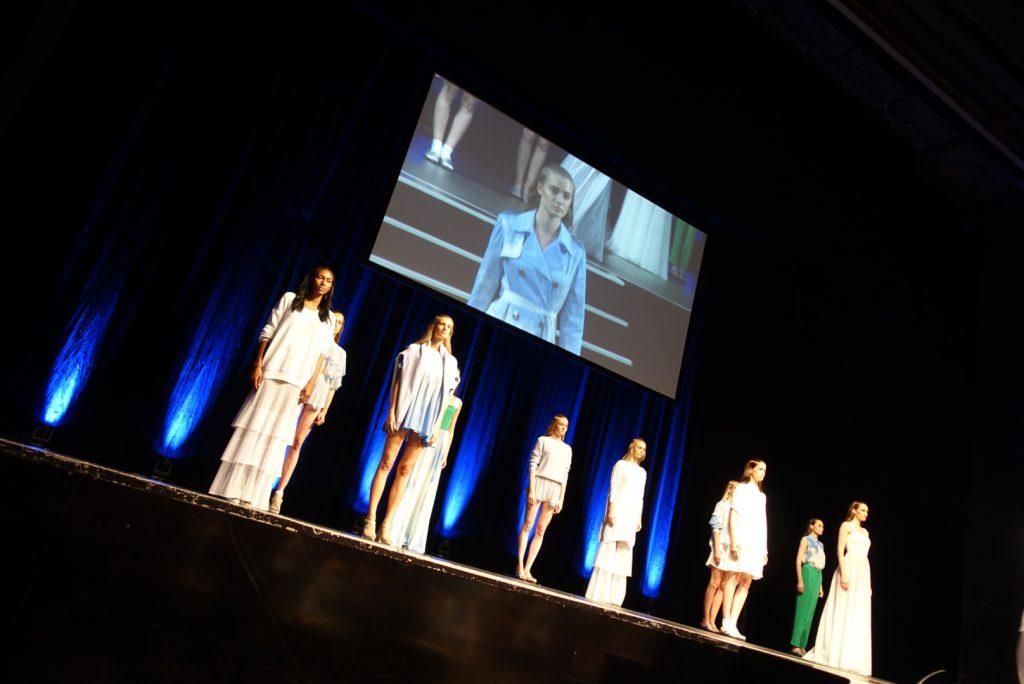 Marcel Ostertag präsentierte im Admiralspalast seine neuen Kreationen (Credit: Fashion-Meets-Media.com)