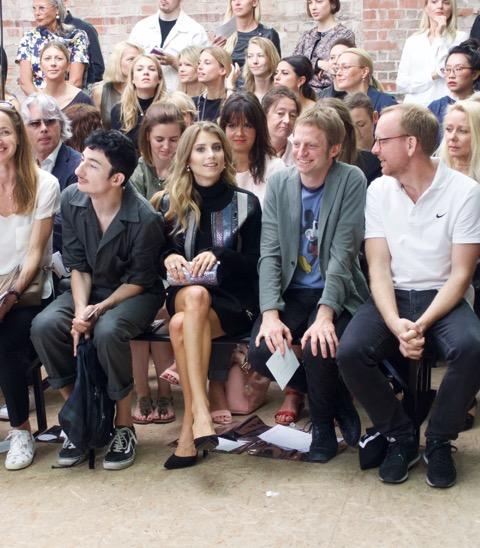 """Frontrow: Cathy Hummels und die Herren von """"Die Zeit"""". (Credit: Fashion-Meets-Media.com)"""